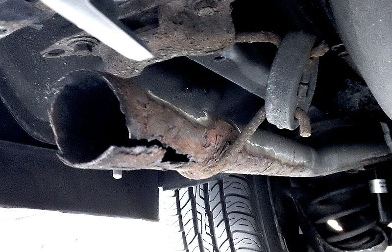 rusted-exhaust.jpg