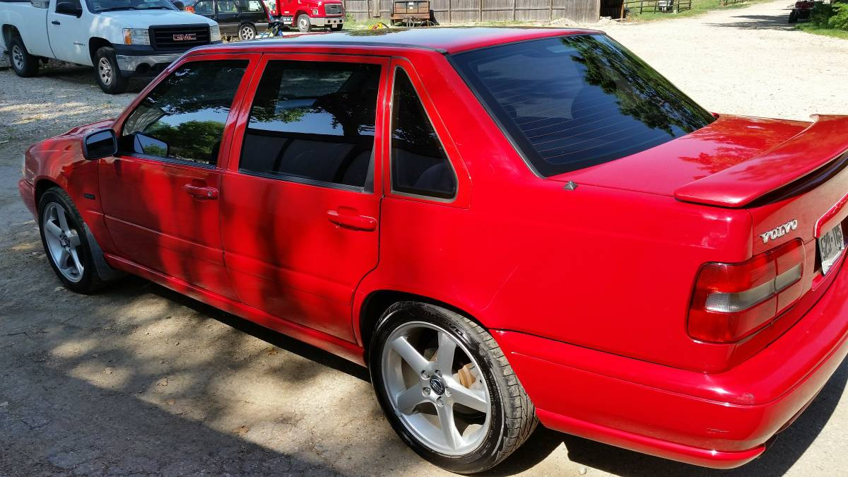 This 1998 S70 T5M looks like a winner. For sale in Colorado is a very rare  high pressure turbo (T5) manual transmission (M) S70 in red/graphite. Owner  is ...