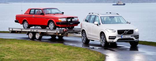 Pehr G Gyllenhammar's 1981 Volvo 262C on a trailer behind the new XC90