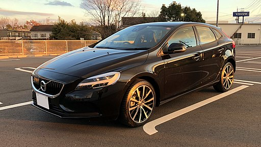 VOLVO V40 D4 Dynamic Edition 2017(JPN).Photographed in Japan. S40 & V40 spark plugs can be replaced as a DIY job to save money.
