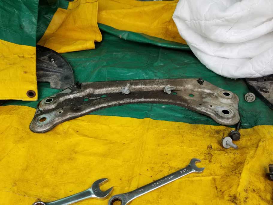 Rear upper motor mount