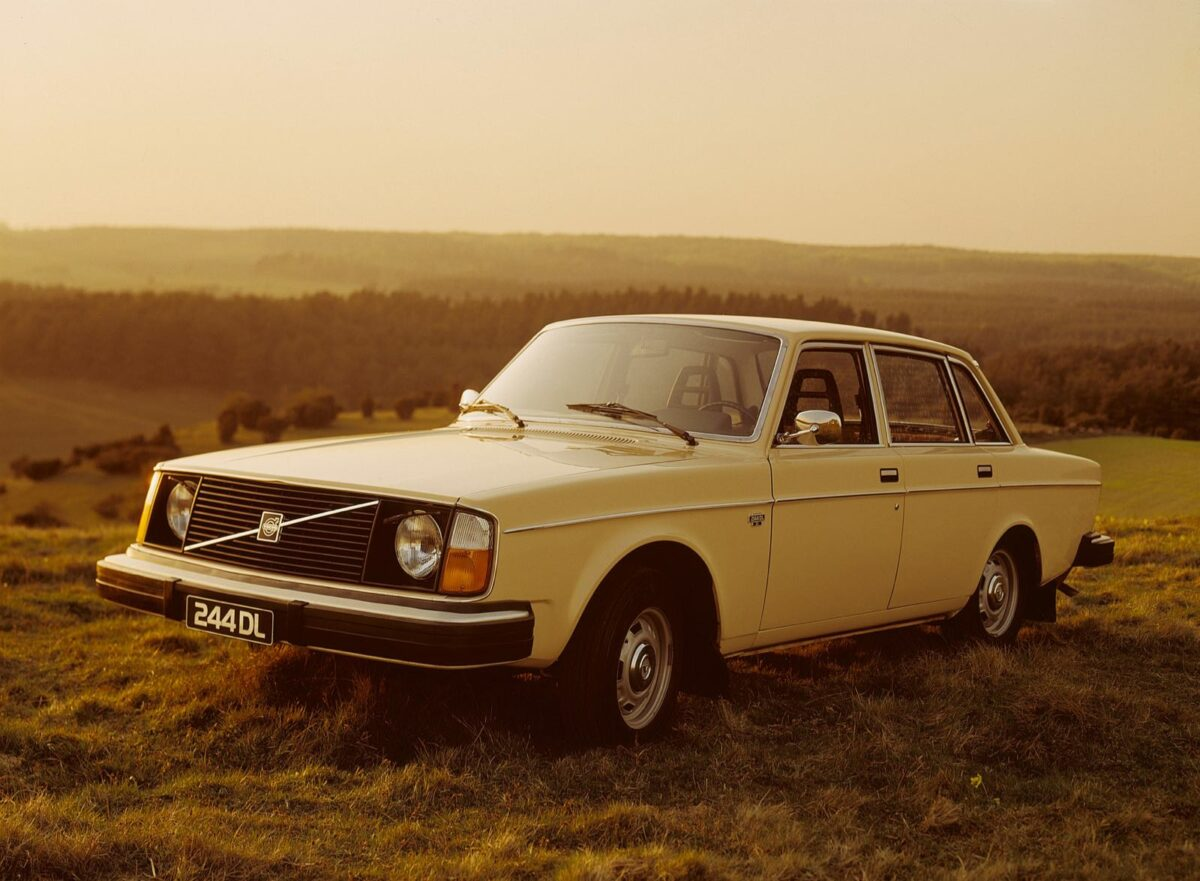 Volvo 244 DL, yellow