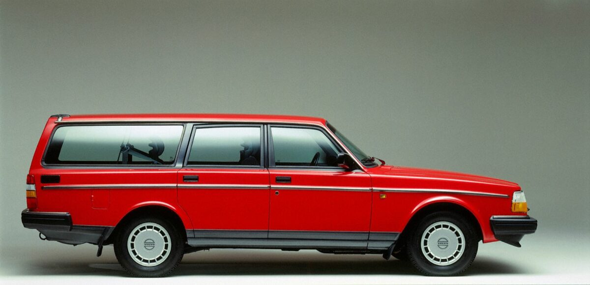 1993 Volvo 240 Wagon, red, side view