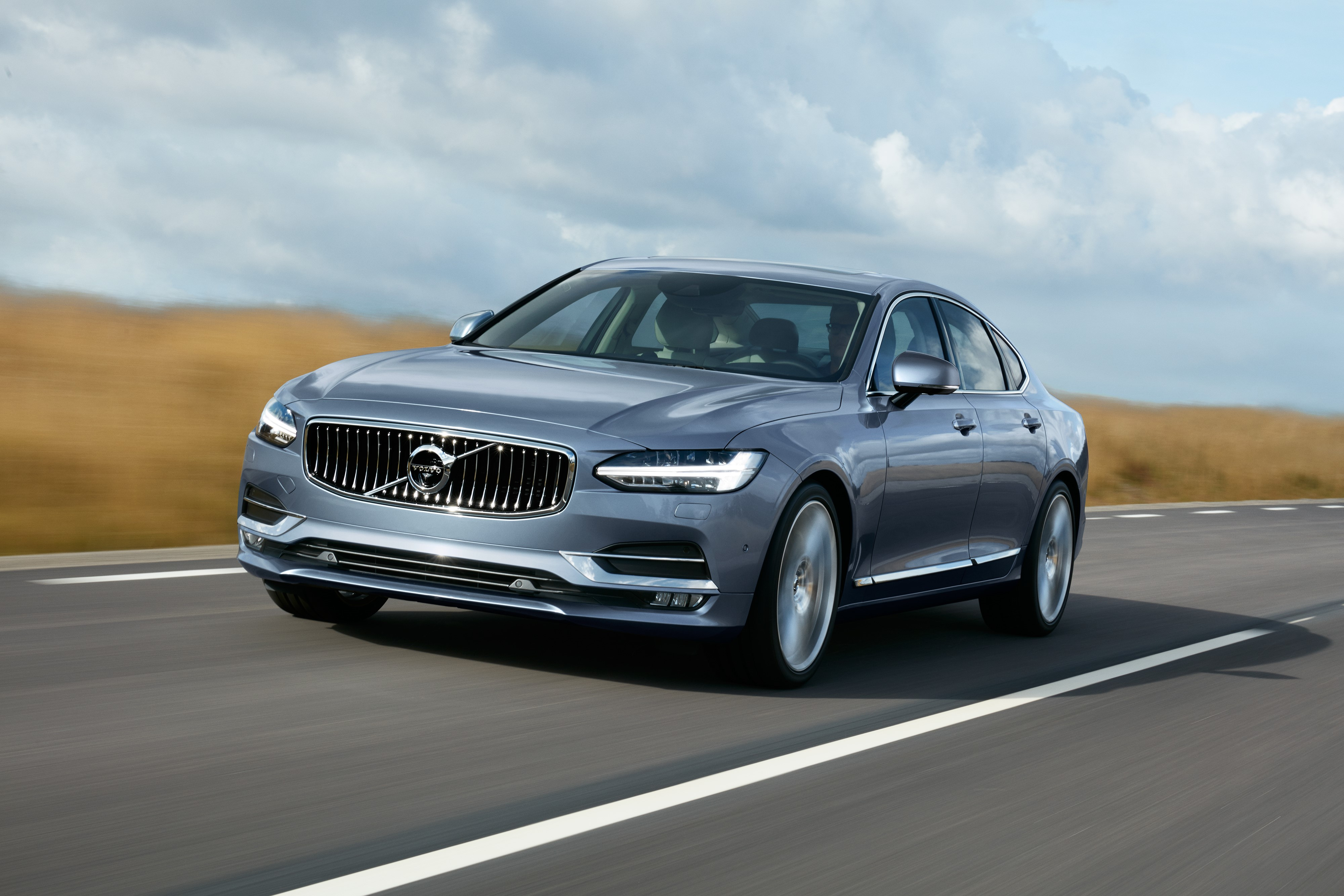 The New S90 from Volvo is a High-End Luxury Sedan to Please the Eyes