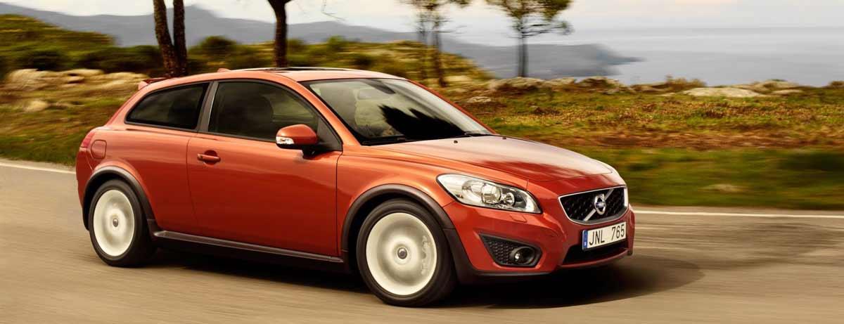Volvo C30 - orange exterior, driving